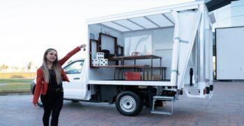 Camioneta Pick up adaptada como salón de clases